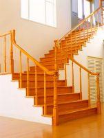 Деревянные лестницы и особенности их покрытия