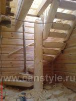 лестница из бревна с забежными ступенями