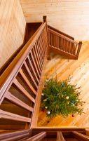 Особенности монтажа деревянных лестниц на косоурах или тетевах